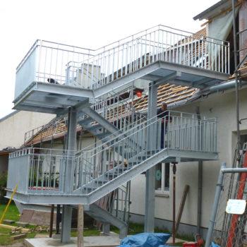 Außen-Treppenanlage als Aufgang zum Dachgeschoss