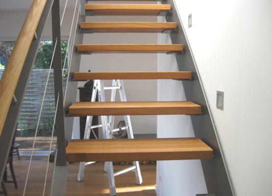 Innentreppe mit einseitigem Geländer