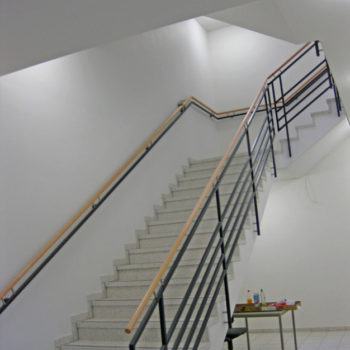 Treppen- und Podestgeländer mit passendem Wandhandlauf