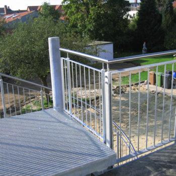 Spindeltreppe als Zugang zur Dachterrasse inkl. Treppen- und Terrassengeländer