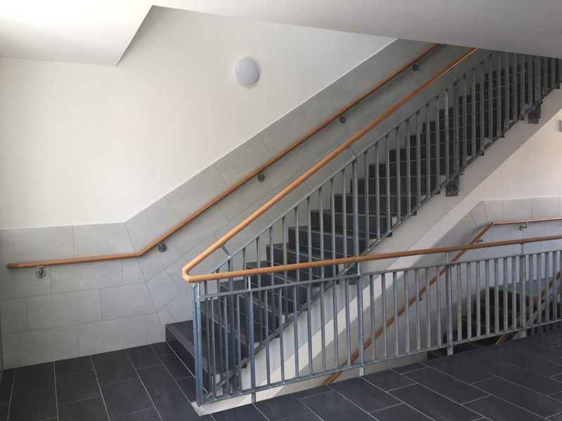 treppengel nder mit holz handlauf herdie stahl und edelstahltechnik bad fallingbostel. Black Bedroom Furniture Sets. Home Design Ideas