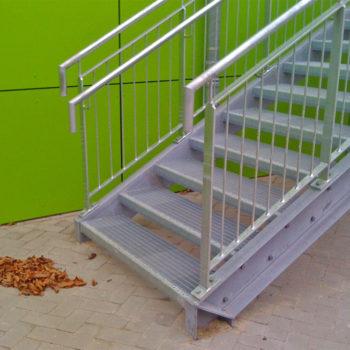 Außentreppe mit Geländer