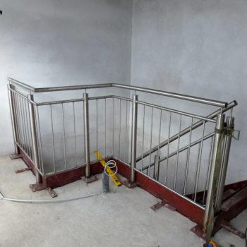 1/4-gewendelte Stahltreppe mit Geländer aus Edelstahl